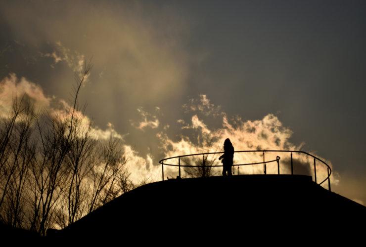 12月 噴火 岡見至朗